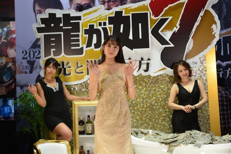 東京ゲームショウ2019 セガゲームス/アトラス 龍が如く7 コンパニオン 札束風呂
